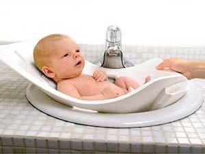 Когда следует купать ребёнка в первый раз