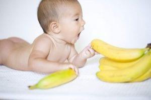 Может ли болеть живот от банана у грудничка