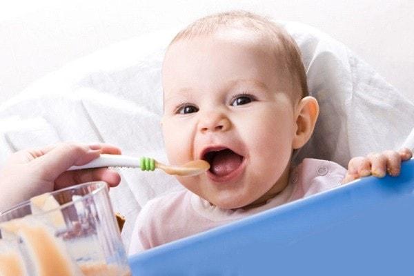 Прикорм по месяцам при грудном вскармливании: таблица прикорма ребенка до года по месяцам, когда начинать прикорм