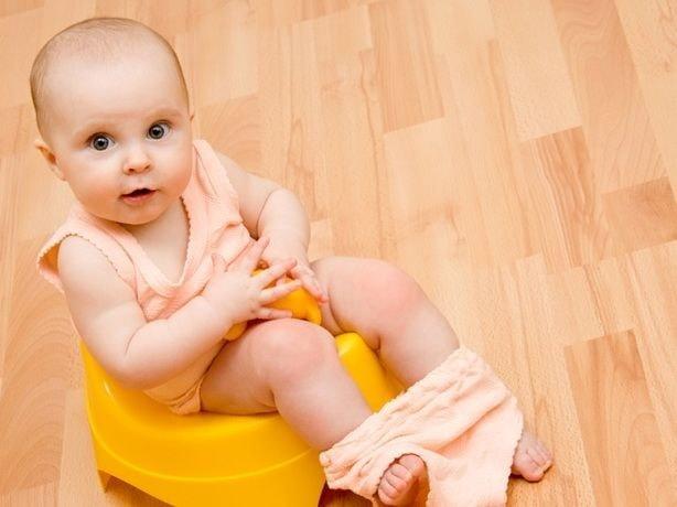 Запор у грудничка при грудном вскармливании: что делать, причины и лечение дома